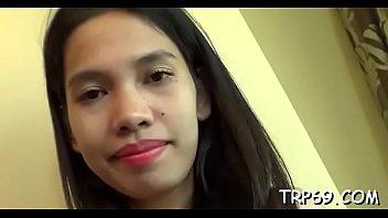 asian cute girlpunished blowjob Motel de quarto com luz verde