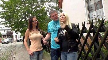 vater misshandelt mutter und vergewaltigt schlgt foursome german tochter Wife anal toy