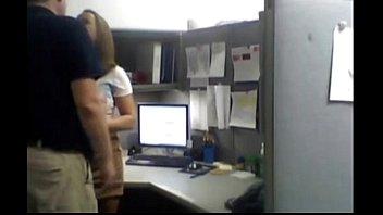 grabando secretaria la a Hombre agarrando verga ajena