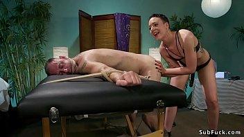 2guys dominate woman O filho grava dormindo a mae sem calcinha6