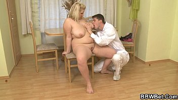 blonde porn doggystyle oiled up Se caga en anal