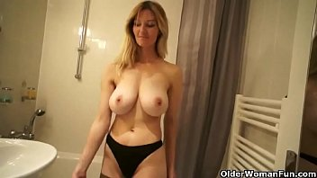 catches son taking shower a mom Shemale female small babe